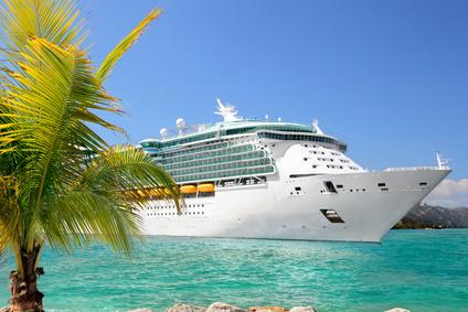 Bild 1: Auf einem Kreuzfahrtschiff ist ein vielfältiges Unterhaltungsprogramm und ein exotische Küche an Bord.